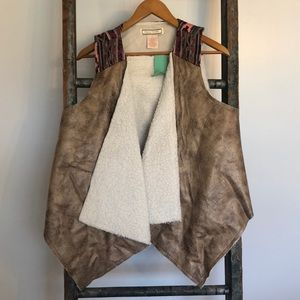 Faux leather vest with Sherpa lining and print top